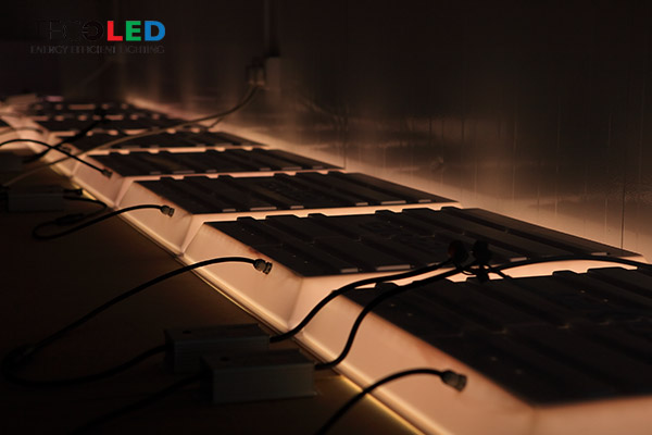 Sufitowe panel LED IP65 - proces wygrzewania.